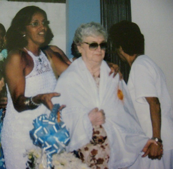 Hellen, Mãe Diva e Zoninha de costas