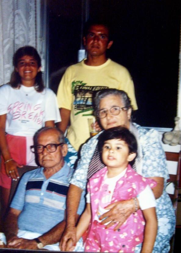 Vovô Balduino, Giza com Nerita no colo e Mônica e Rogério atrás